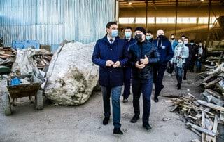Мэр г. Краснодара и директор Чистого города на предприятии